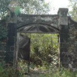 Porte d'entrée de l'orphelinat de Fonwarhy
