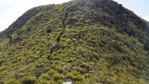 Descente du sommet du Mont Ta.